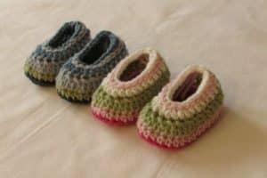 Bonitos zapatos de bebes a crochet con lana y gancho del 5