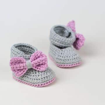zapatos en crochet para niña con moños
