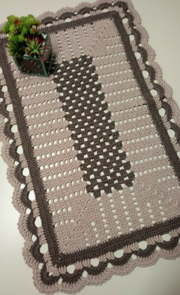 tapete rectangular a crochet gris y negro