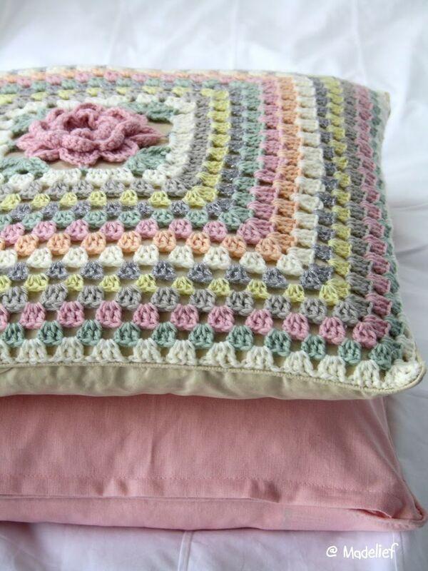 almohadones tejidos al crochet de coloress