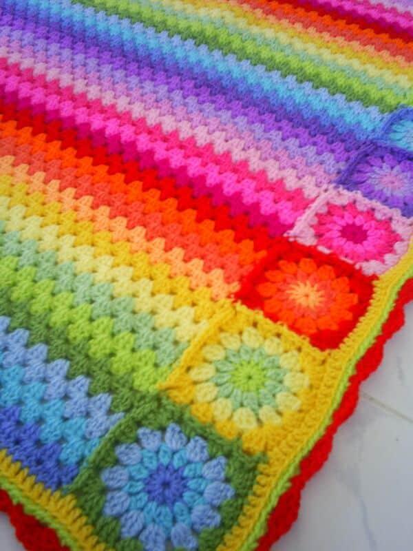colchas a crochet de colores con motivos