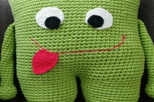 2 almohadones al crochet infantiles
