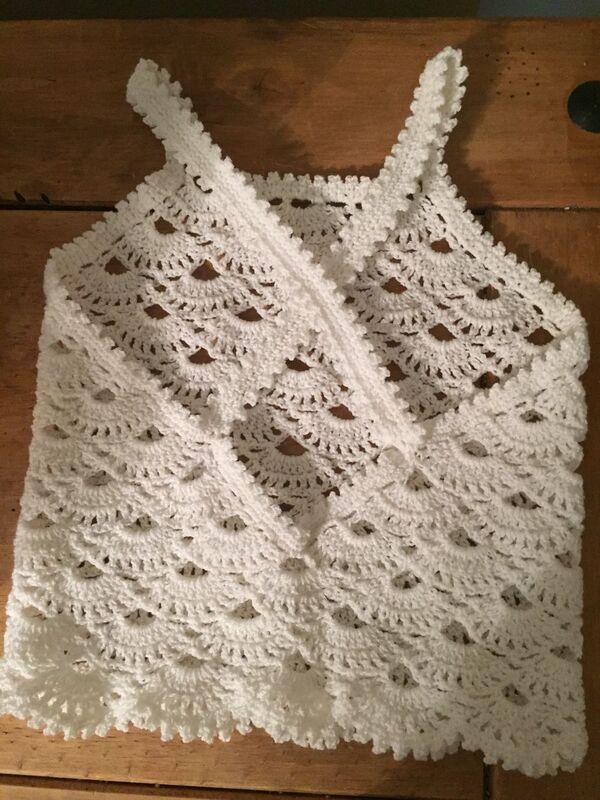 crop top tejido a crochet amarillo