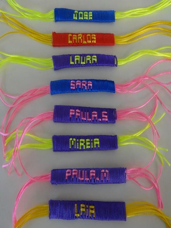 como tejer pulseras con nombres
