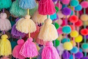 2 formas de hacer borlas de lana para decorar