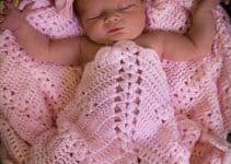 Cobijas para bebe tejidas modernas de 2 colores