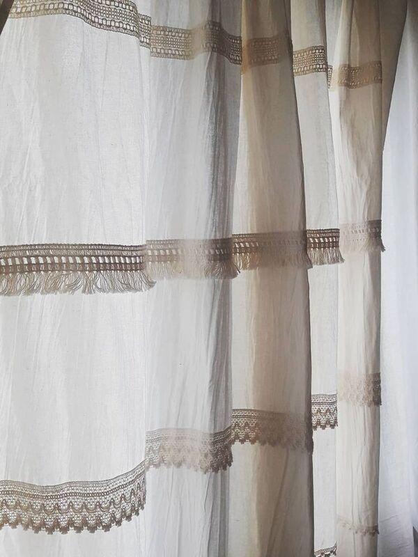 cortinas a crochet y lienzo