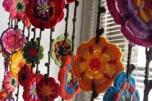 2 ideas de cortinas tejidas a crochet con flores