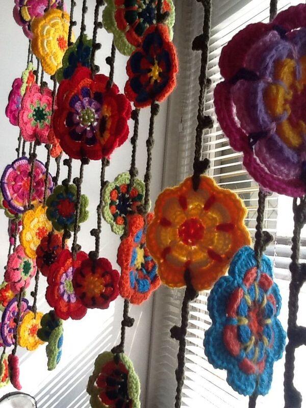 cortinas tejidas a crochet con flores sencillas