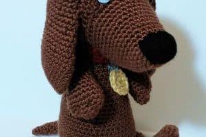 Perro salchicha tejido a crochet de 20 cm